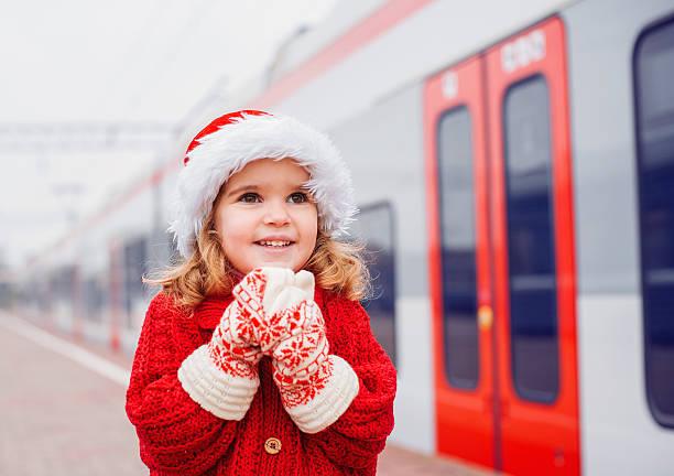 kleine santa reisen - festzugskleidung stock-fotos und bilder