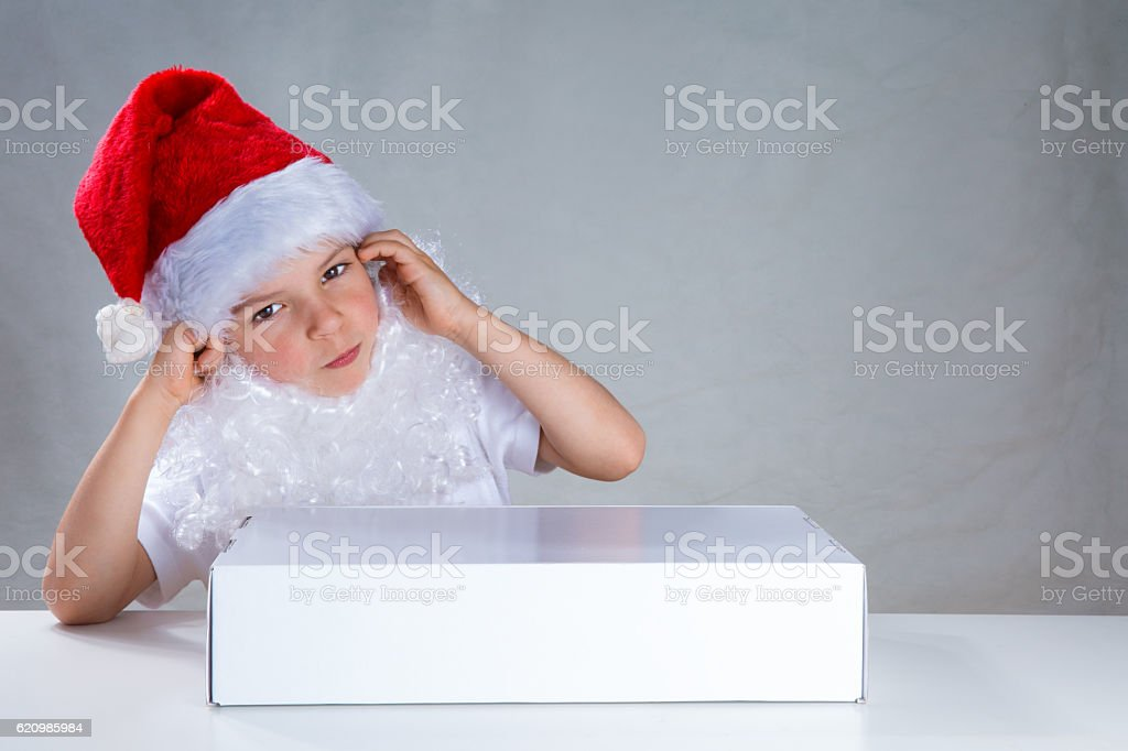 Little Santa with a gift in a white box. foto royalty-free