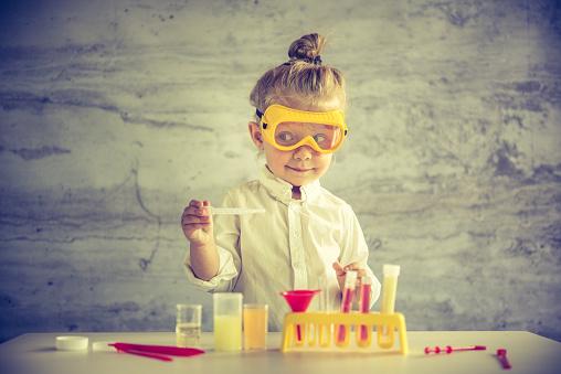 Little Científico Foto de stock y más banco de imágenes de 2-3 años