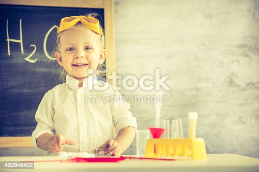 istock Little scientist 492948402