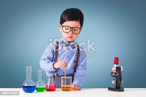 istock Little scientist 806131032