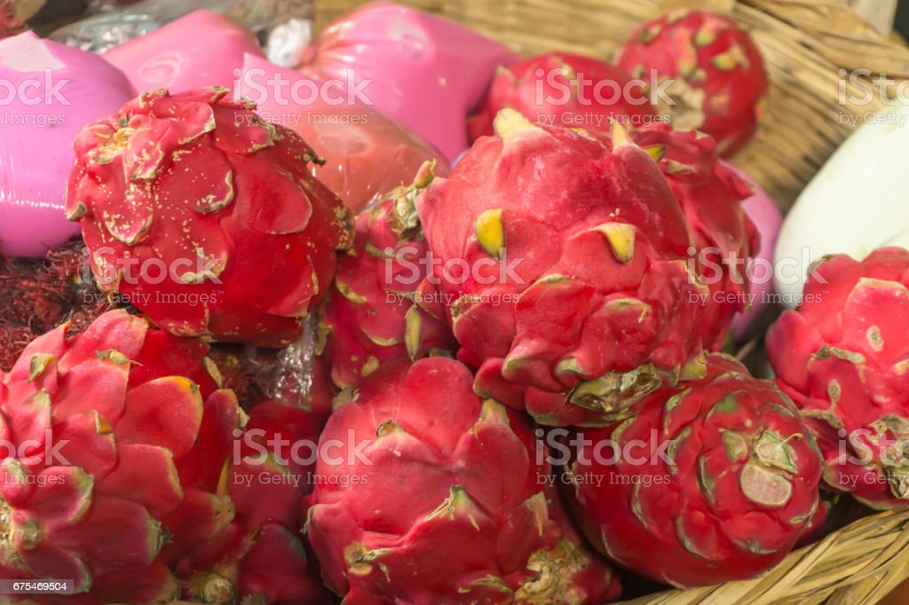 little store in market selling the tropical fruit Pitahaya photo libre de droits