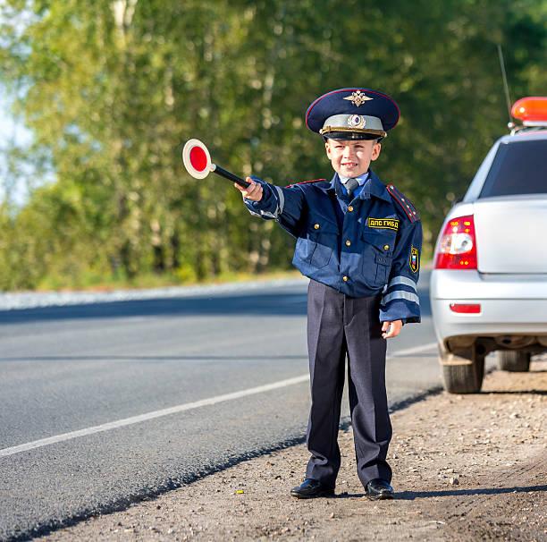 little agente de tráfico - feliz dia del policia fotografías e imágenes de stock