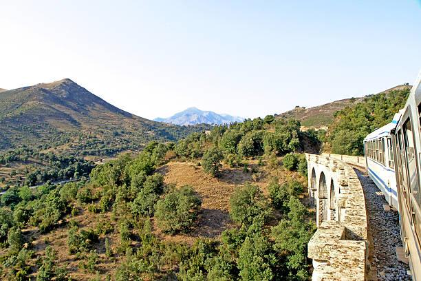 Petit train en Corse montagnes - Photo