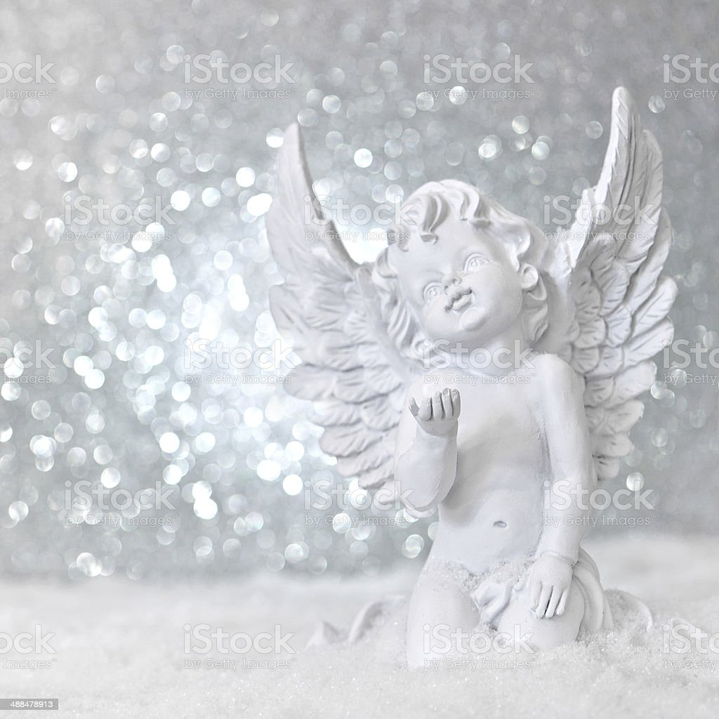 little white guardian angel im Schnee – Foto