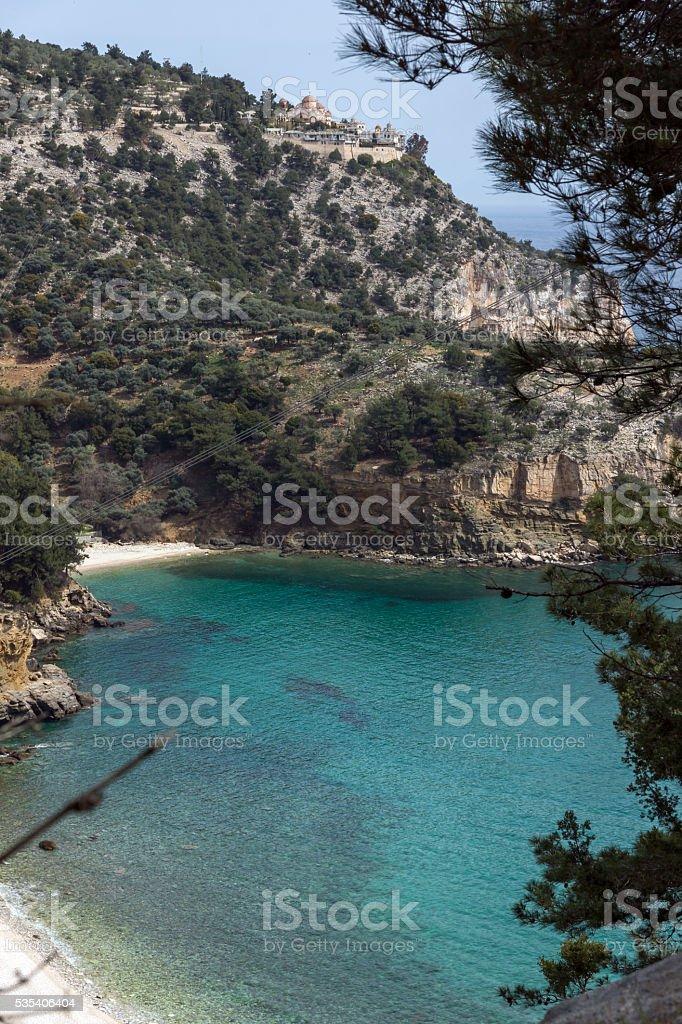 Livadi Strand und Erzengel-Michael-Kloster im Thassos, Griechenland – Foto