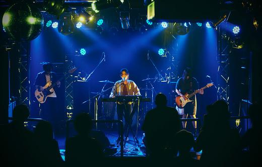 Live Rock Band Prestanda I Tokyo Japan-foton och fler bilder på 30-39 år