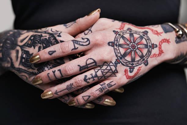 live your logo - tattoo ideen stock-fotos und bilder