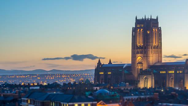 cathédrale anglicane de liverpool - liverpool angleterre photos et images de collection