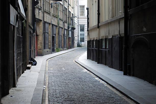 liverpool backstreet - étroit photos et images de collection