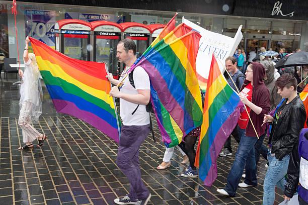 liverpool orgulho - standing out from the crowd (expressão inglesa) - fotografias e filmes do acervo