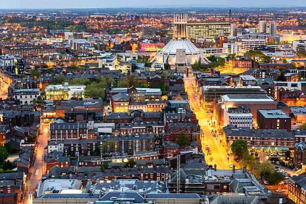 liverpool sur la ville et de la cathédrale métropolitaine - liverpool angleterre photos et images de collection
