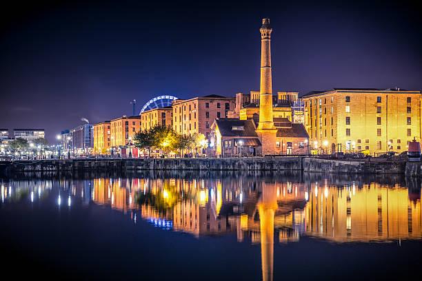 liverpool la ville de nuit - liverpool angleterre photos et images de collection
