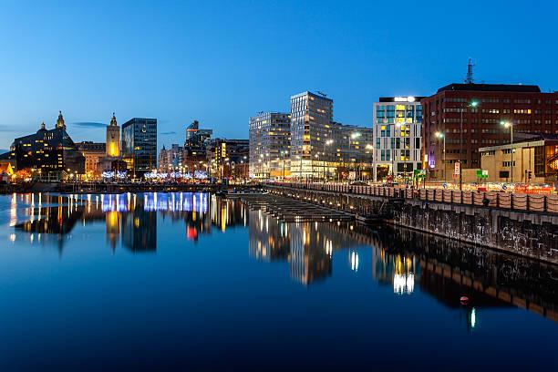 la ville de liverpool - liverpool angleterre photos et images de collection
