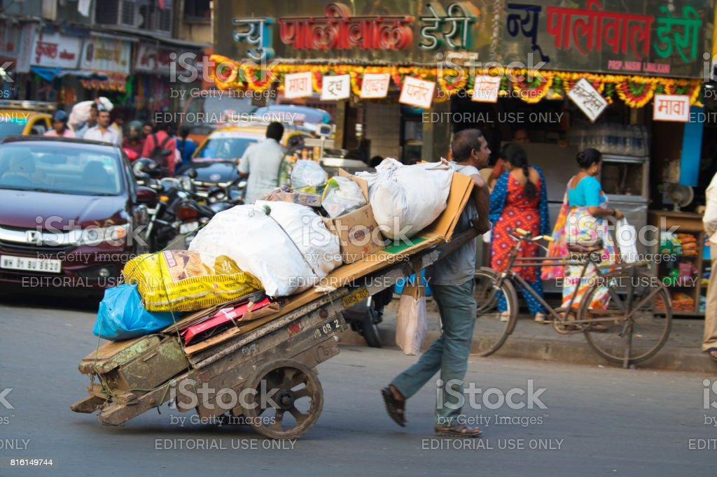 living and working in the slums of India mumbai dharavi stock photo