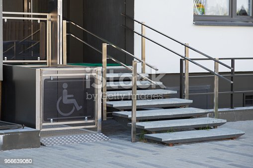 istock Living house entrance equipped with special lifting platform for wheelchair users 956639080