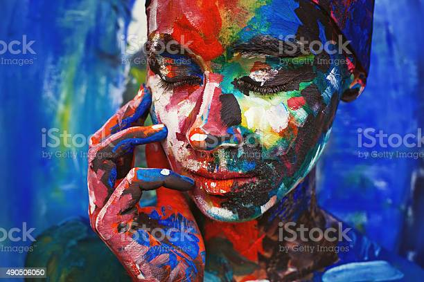 Living painting young woman completely covered with thick paint picture id490506050?b=1&k=6&m=490506050&s=612x612&h=6zimrfogy1osoajd4lcy1v6sh1sevmrt3nes9dolzrw=