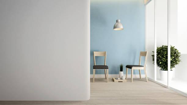 wohnzimmer und leeren raum für kunstwerke von wohnung oder zimmer mieten - innenarchitektur - 3d rendering - hellblaues zimmer stock-fotos und bilder