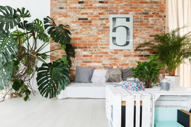 wohnzimmer im loft - schöne bilderrahmen stock-fotos und bilder