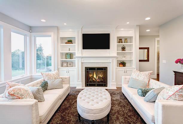 wohnzimmer der luxus, sich wie zu hause fühlen - kamin wohnzimmer stock-fotos und bilder