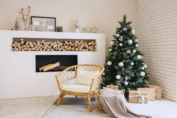 Wohnzimmer im skandinavischen Stil mit einem Weihnachts-Dekor – Foto