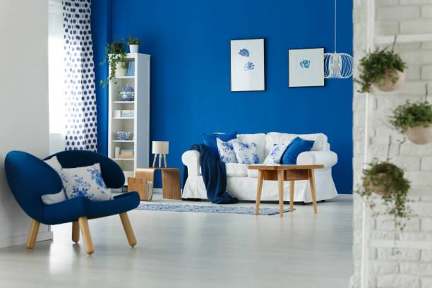 wohnzimmer interior design  - sessel türkis stock-fotos und bilder