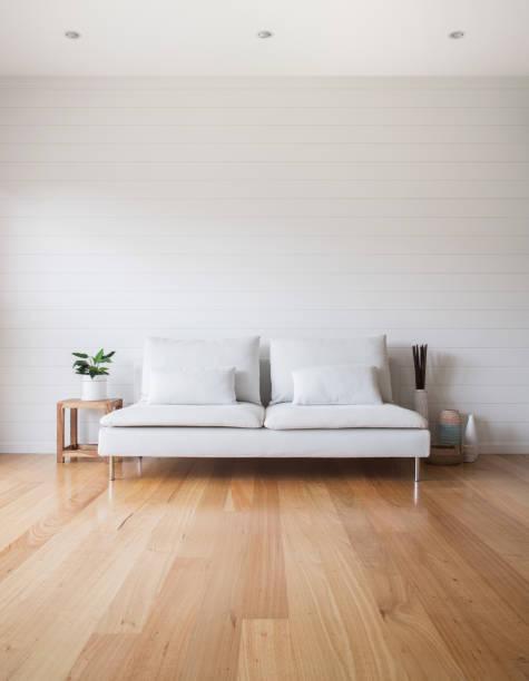 客廳白色沙發木地板 - 大廈樓層 個照片及圖片檔