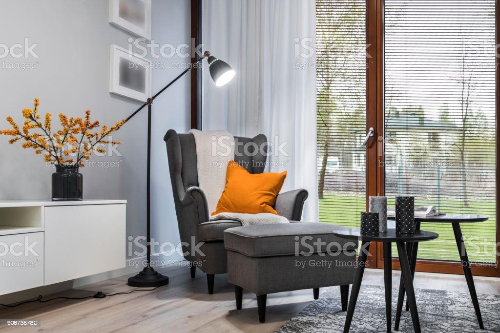 Wohnzimmer mit Sessel – Foto