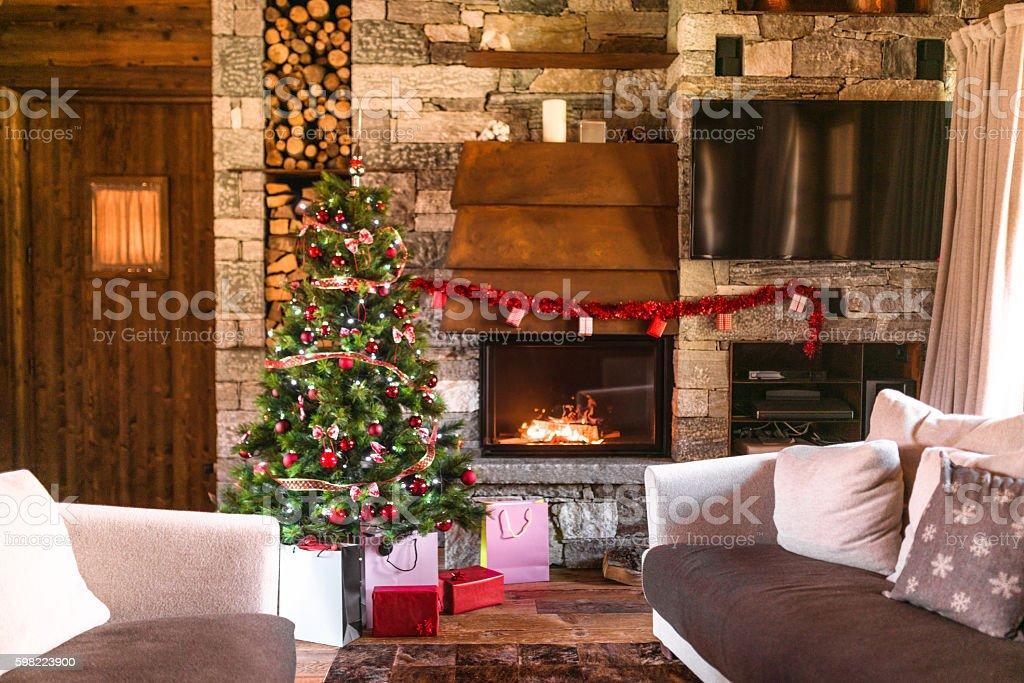 Sala De Estar Con Chimenea Y El árbol De Navidad Foto De Stock Y Más