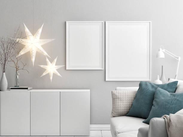 wohnzimmer mit mock-up plakat eine weihnachtsdekoration - promi zuhause stock-fotos und bilder