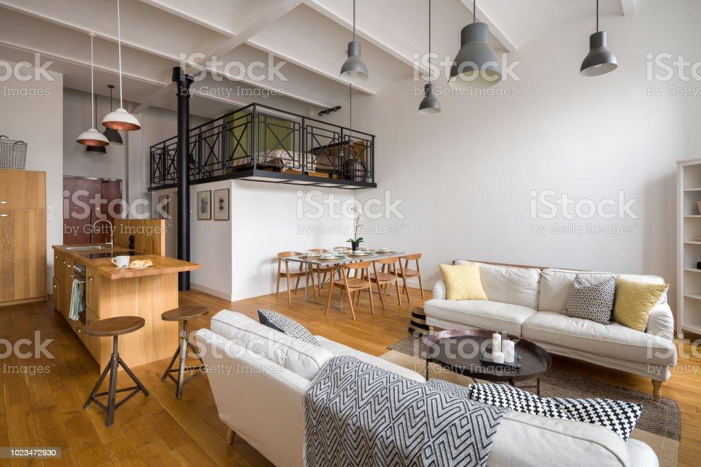 Wohnzimmer Mit Offener Küche Stockfoto und mehr Bilder von ...