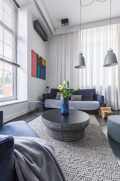 living room with round table - kleiner couchtisch stock-fotos und bilder
