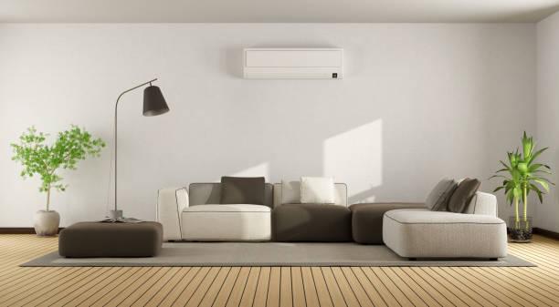Sala de estar con sofá y aire acondicionado - foto de stock