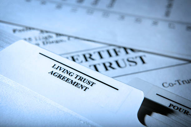 living vertrauen dokumente - trust stock-fotos und bilder