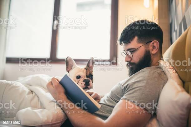 Living with pets picture id935431560?b=1&k=6&m=935431560&s=612x612&h=2dkid6gmmobghyj9r2h2ebvxynelpzliqb3jaod viu=