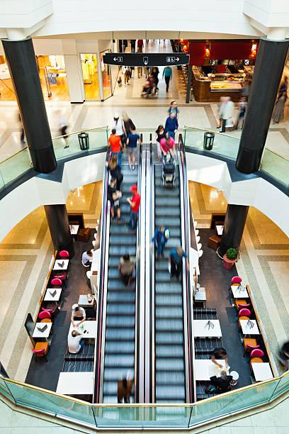 LivingIn un centro comercial - foto de stock