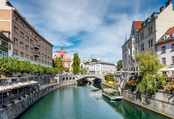ljubljana in summer ljubljanica river slovenia - słowenia zdjęcia i obrazy z banku zdjęć
