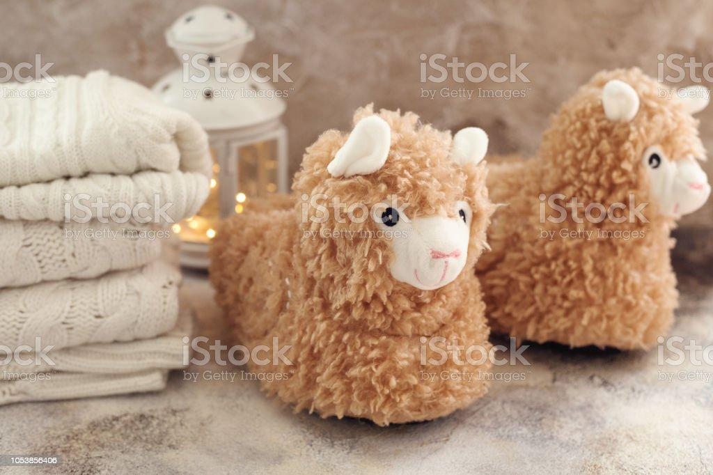 llama trendy slippers soft pastel colours beige – zdjęcie