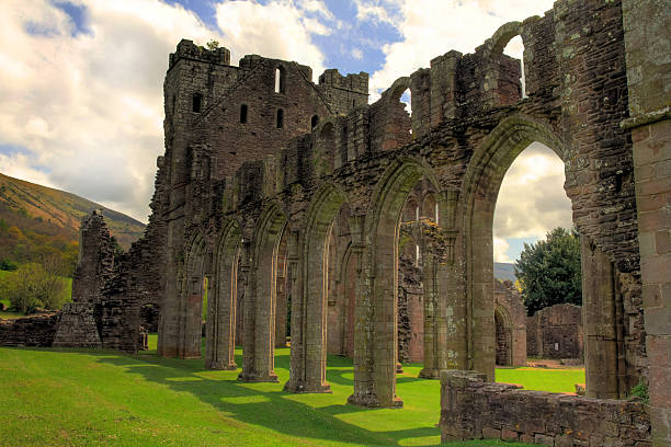 Llanthony Priory The magnificent ruins of Llanthony Priory situated in the Brecon Beacons, Wales, UK brecon beacons stock pictures, royalty-free photos & images