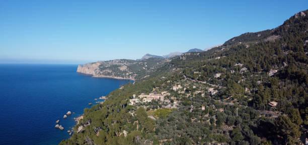 llucalcari, pequeña ciudad de montaña - pbsm fotografías e imágenes de stock