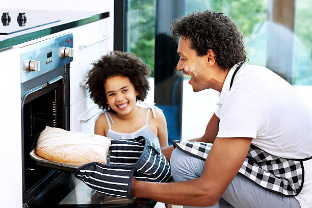carcaça frescos do forno - baking bread at home imagens e fotografias de stock