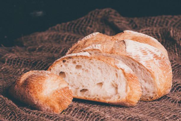 Laib Brot auf Sackleinen Hintergrund, Essen Nahaufnahme – Foto