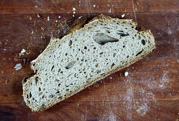 Loaf of sliced whole grain bread – Foto