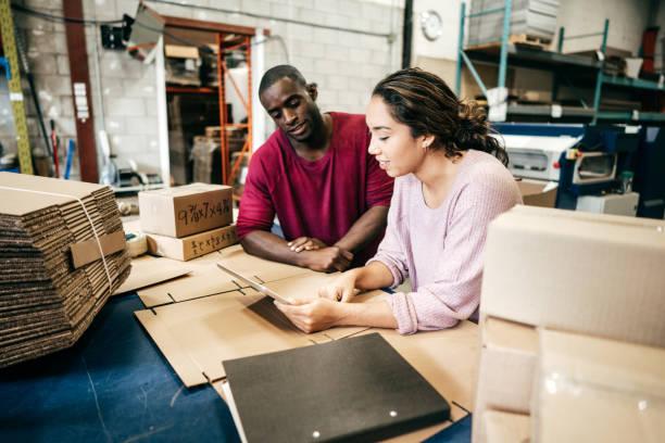 préstamo para pequeñas empresas - suministros escolares fotografías e imágenes de stock