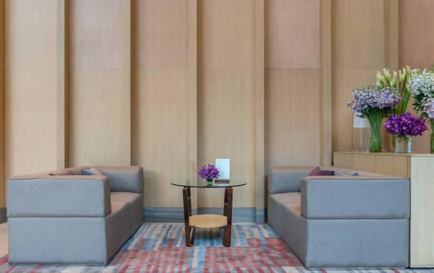lobby-bereich eines hotels, büro. interior design-konzept - eingangshalle wohngebäude innenansicht stock-fotos und bilder