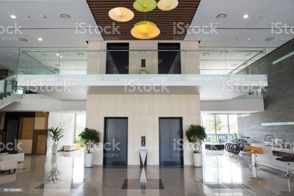 Hall dimmeuble de bureaux moderne u photos et plus d images de