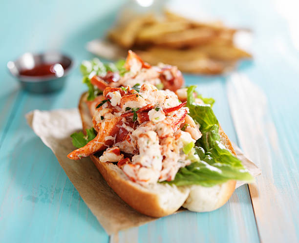 lobster roll on colorful retro painted wooden planks - bol stockfoto's en -beelden