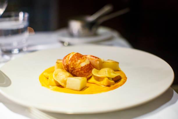 tortelloni de lagosta em um ajuste de jantar do restaurante fino - fine dining - fotografias e filmes do acervo