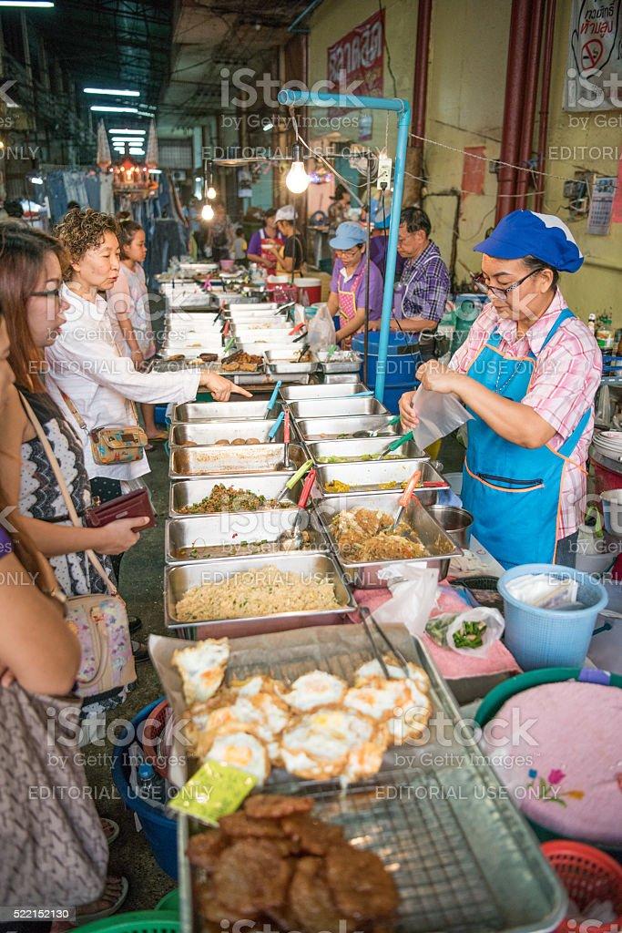 Essen Markt in der Innenstadt von Bangkok, Thailand – Foto