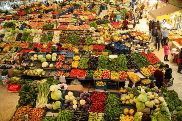 bazar locale di frutta e verdura, konya, turchia - bazar mercato foto e immagini stock